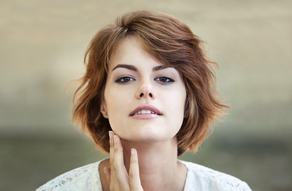 Frisur und Gesichtsform. Wie sollten Sie Ihre Haare schneiden und frisieren, um bestens auszusehen?