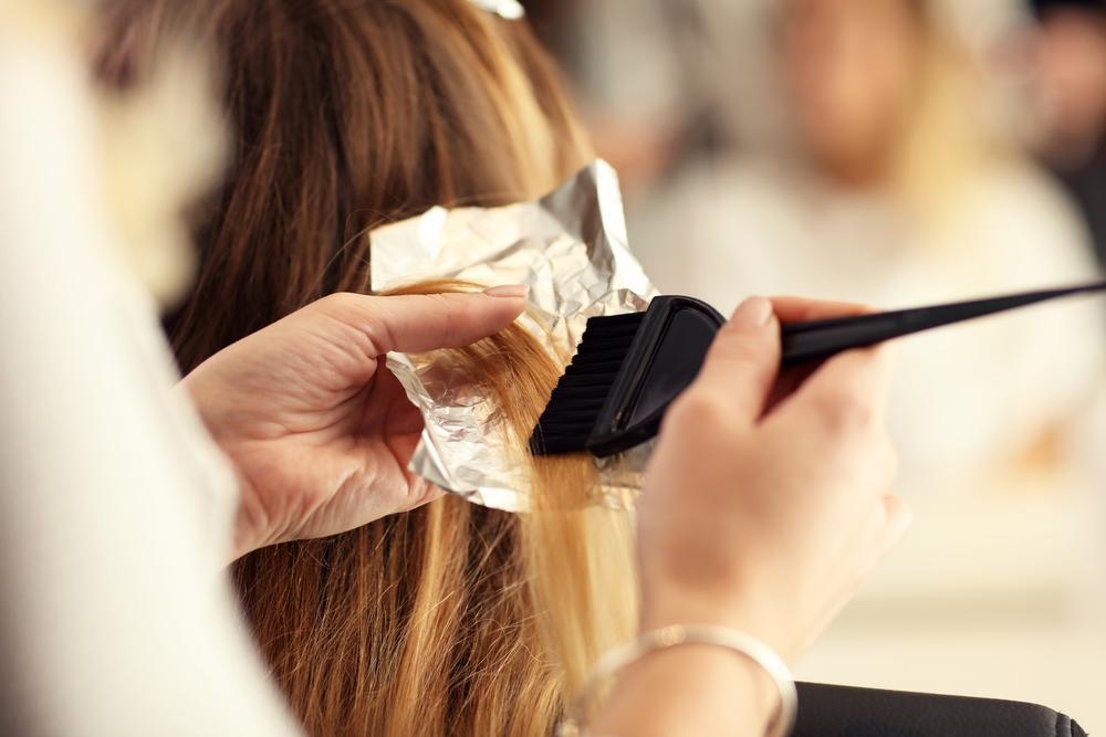 Haarfärbung. Das sind Hot-Trends im Rahmen der Coloration: Sombre, Blorange, Ombre, Splashlight, Flamboyage, Dip Dye Hair