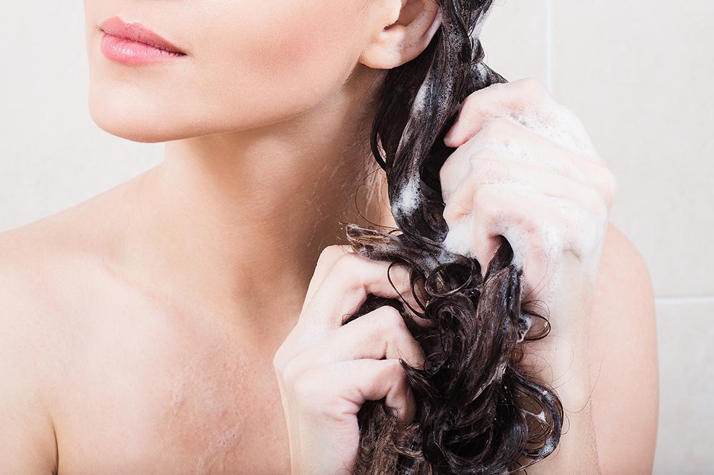 Haare waschen ohne Shampoo. Was ist der No Poo-Trend?