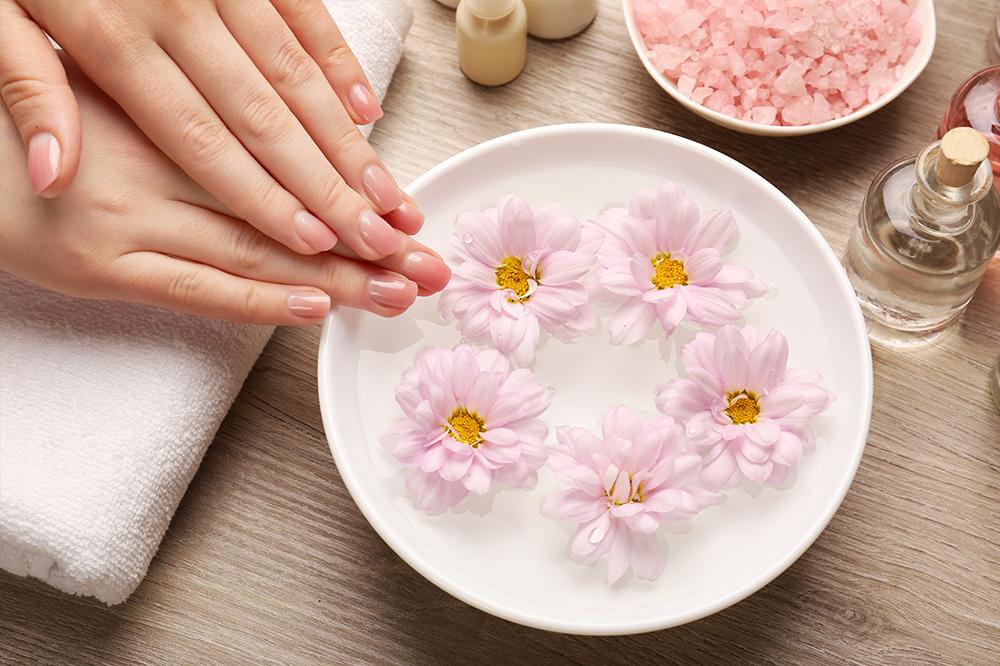 Die besten Hausmittel gegen brüchige Nägel und trockene Nagelhaut