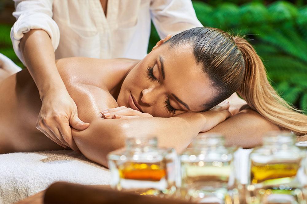 Körpermassage mit natürlichen Ölen. Welche Öle sind am besten zur Massage?
