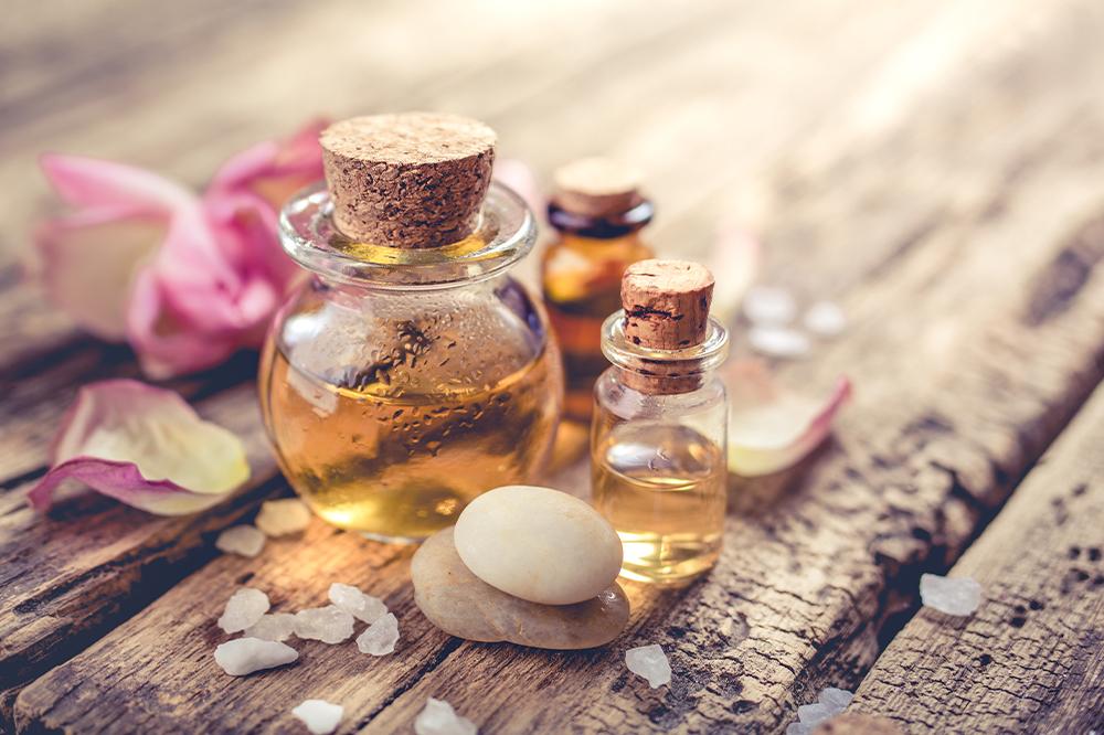 Das beste Öl gegen Dehnungsstreifen. Pflege der Haut mit Dehnungsstreifen