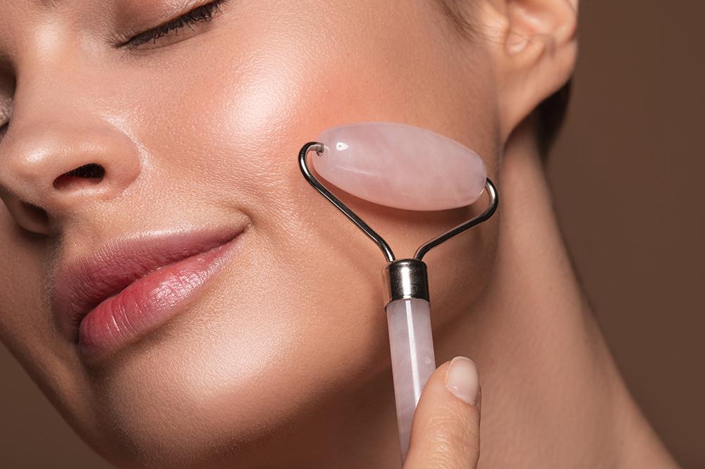 Methode für ein jugendliches Aussehen, also Gesichtsmassage. Tipps und Anleitung