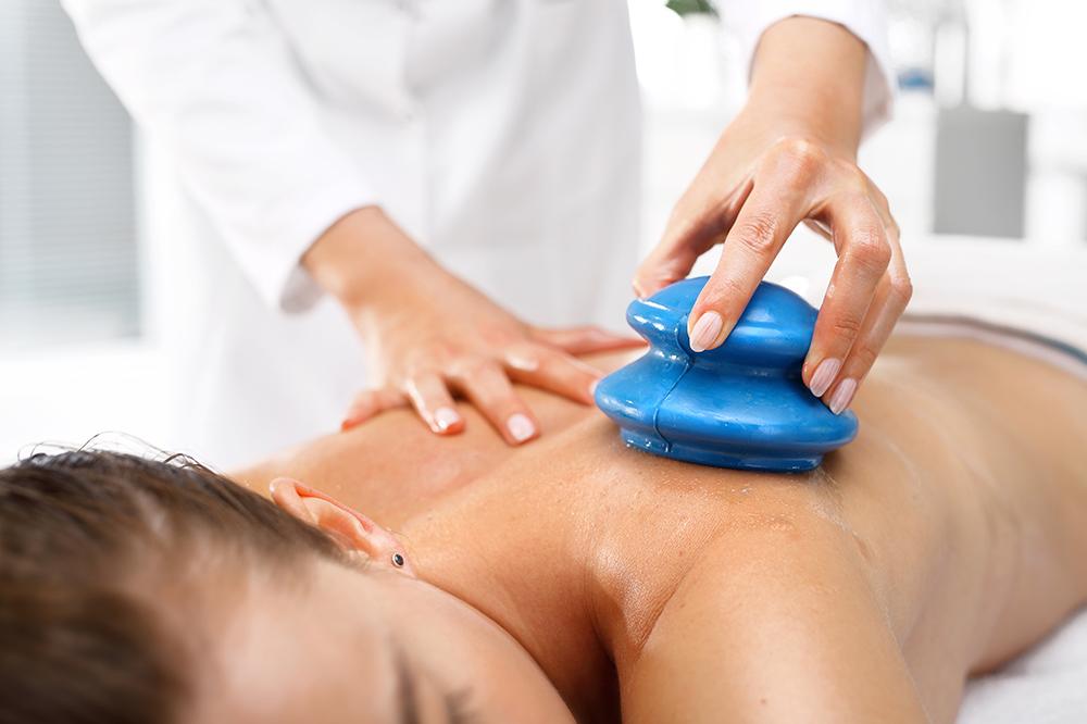 Vakuum-Massage mit Silikon-Cups, also Massage gegen Cellulite – Anleitung