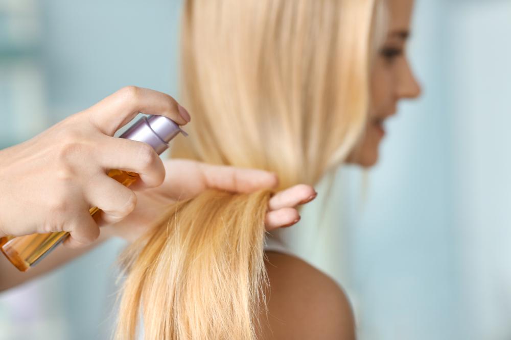 Ölen der Haare beim Friseur gegen Ölen der Haare zu Hause – Unterschiede, Effekte, Beurteilungen