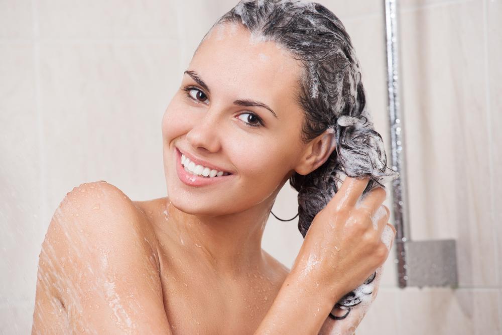 Richtige Haarwäsche – Methode, Häufigkeit und mehr Informationen