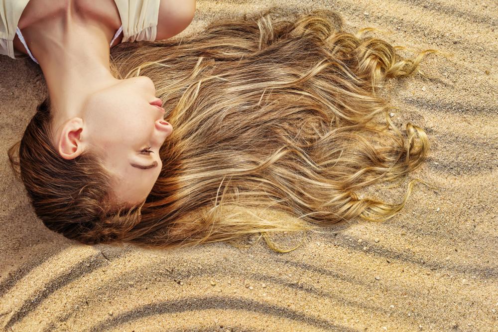 Regeneration der Haare nach dem Sommer – wirksamer Pflegeplan