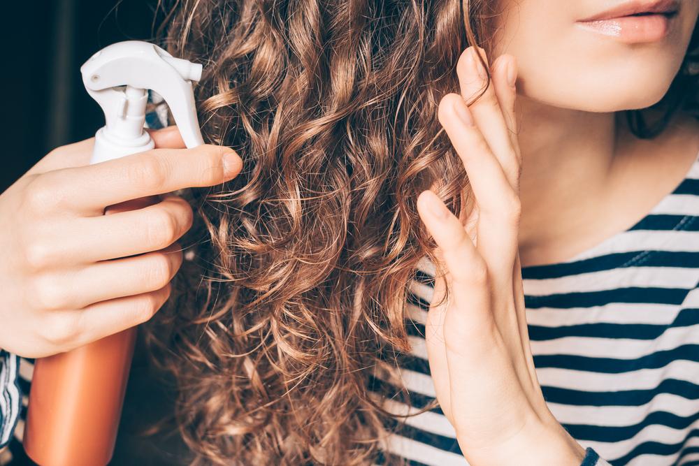 Haarspray – wann kann es helfen? Beste Haarpflegeprodukte ohne Ausspülen