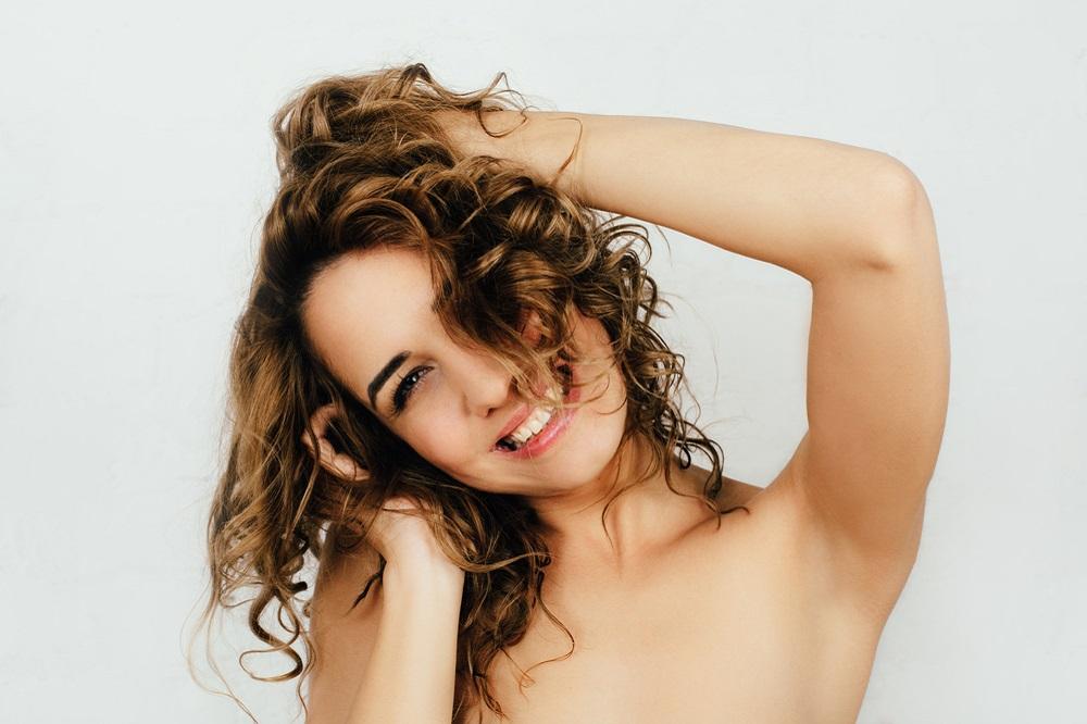 Alles klar mit dem Haar! 7. Teil: Pflege der lockigen Haare