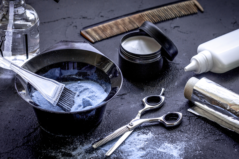 Haare färben ohne Chemie: So können Sie Ihre Haare natürlich dunkler machen